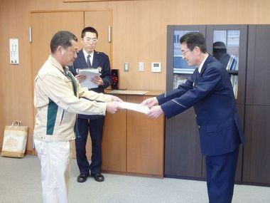 �A宣言書を向田署長へ.jpg
